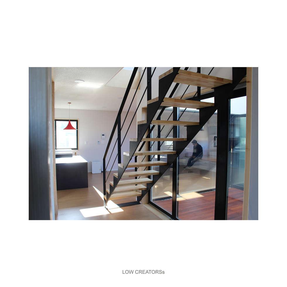 hall-stair: LOW CREATORs의  복도 & 현관