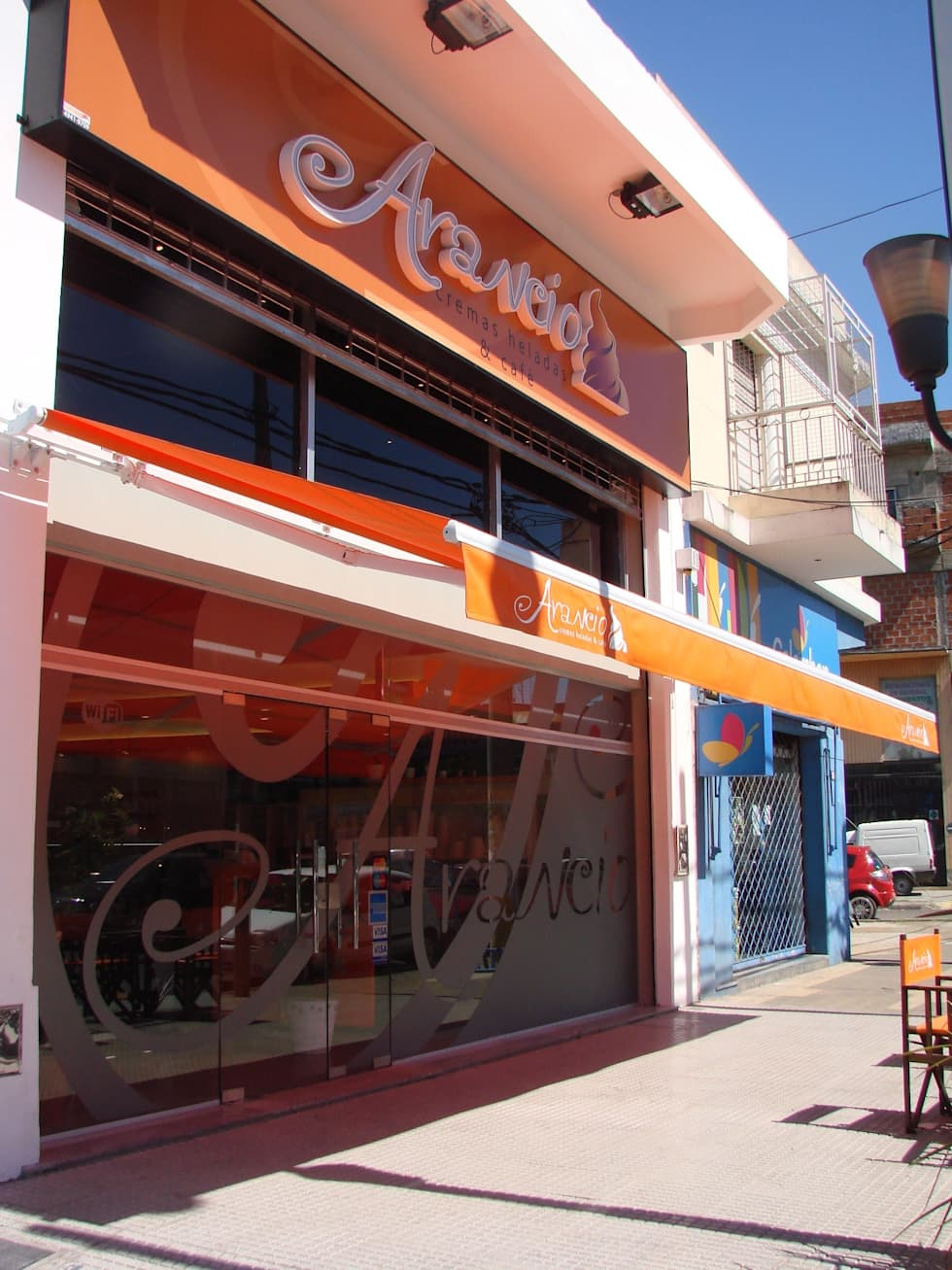 Foto Obra terminada Heladeria Arancio- La Tablada - Pcia de Bs As - Argentina.: Bares y Clubs de estilo  por Vision Digital Architecture