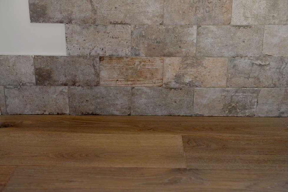 Restauro appartamento Parquet Rovere Art. Mandola Oliato: Pareti in stile  di HAPPYLEGNO