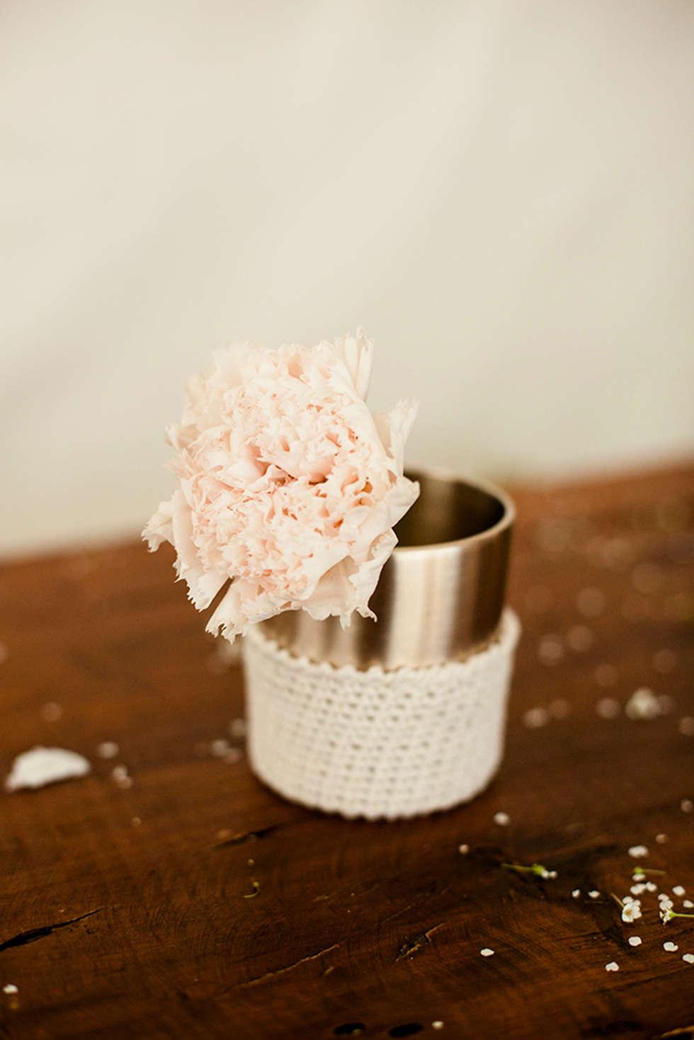 유기컵과 꽃: HOHODANG의  주방