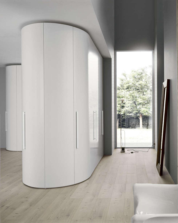 moderne schlafzimmer bilder: runder eckschrank als praktischer