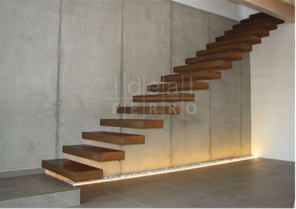 Acciaio corten: Ingresso & Corridoio in stile  di Ideal Ferro snc