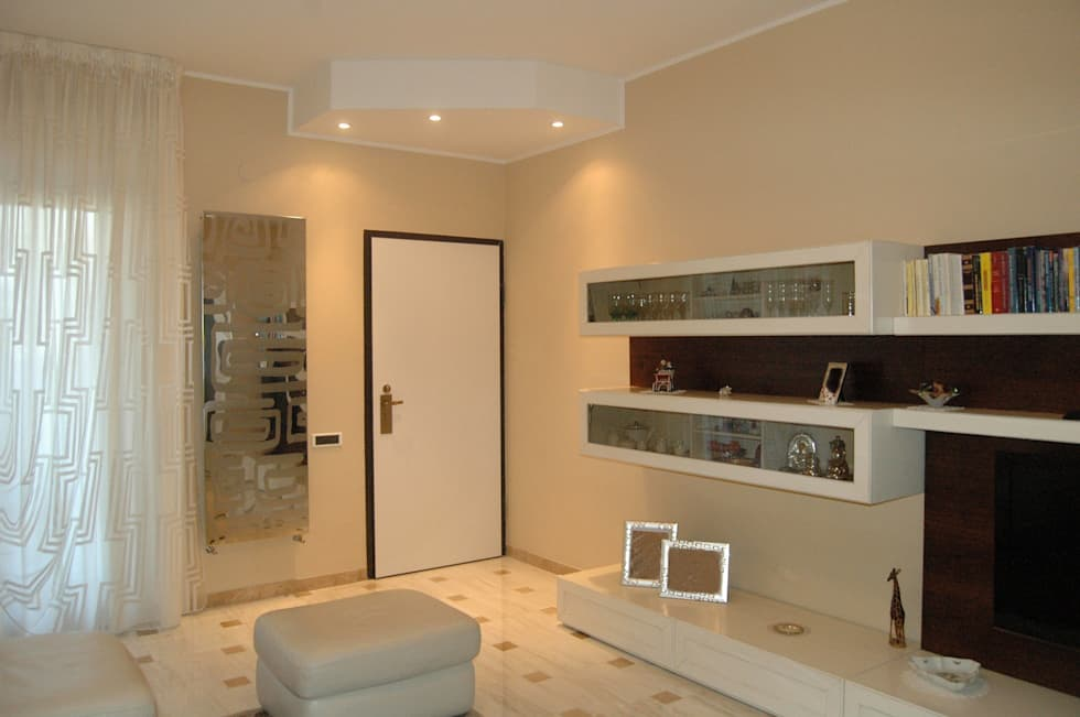 casa C: Ingresso & Corridoio in stile  di Rosa Gorgoglione Architetto
