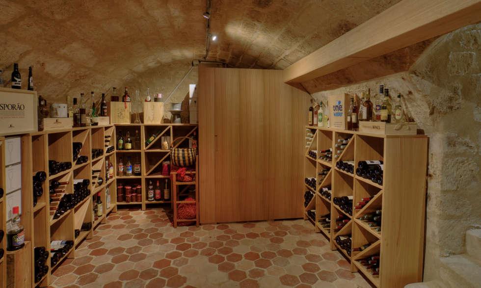 Cave: Cave à vin de style de style Moderne par LUSIARTE