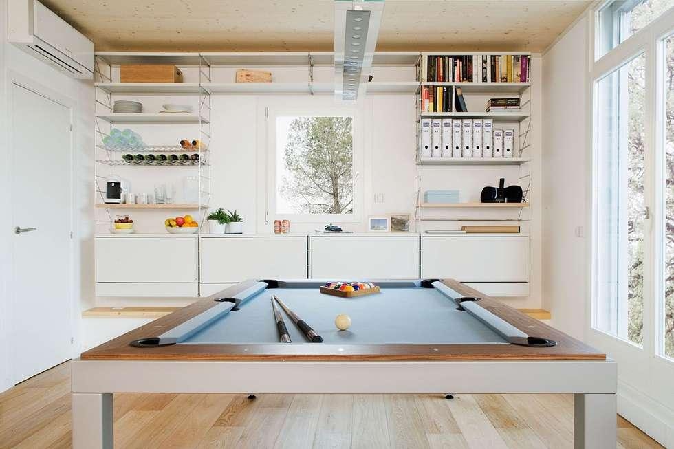 Une table très active pour maison passive: Cuisine de style de style Scandinave par Fusion Tables