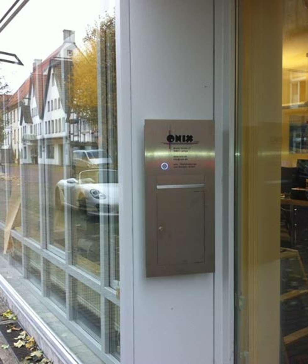 EDELSTAHL WANDBRIEFKASTEN DESIGNER MODELL KAMERA: Moderner Garten Von  Briefkasten Manufaktur Lippe GmbH