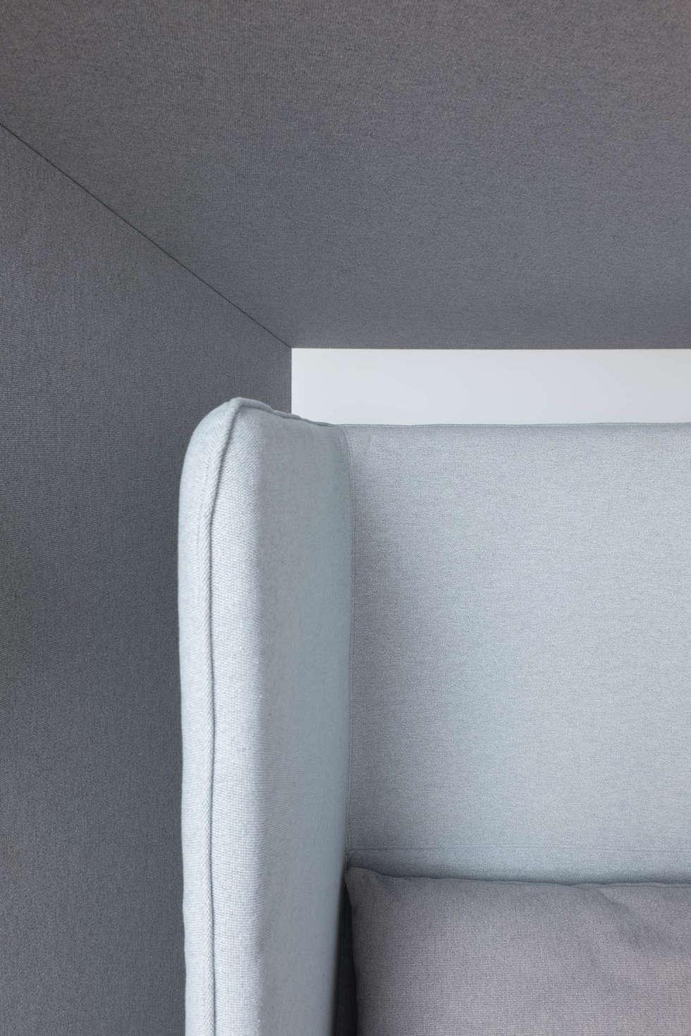 ATELIER TROPIQUE / Espace détente d'entreprise: Bureaux de style  par Atelier Tropique