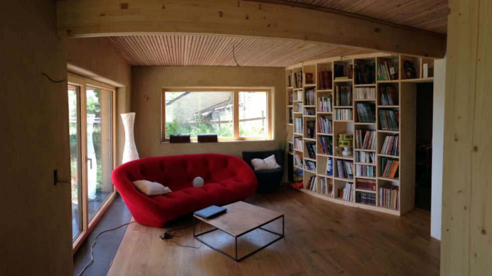 Salon: Salon de style de style Moderne par Bureau d'Architectes Desmedt Purnelle