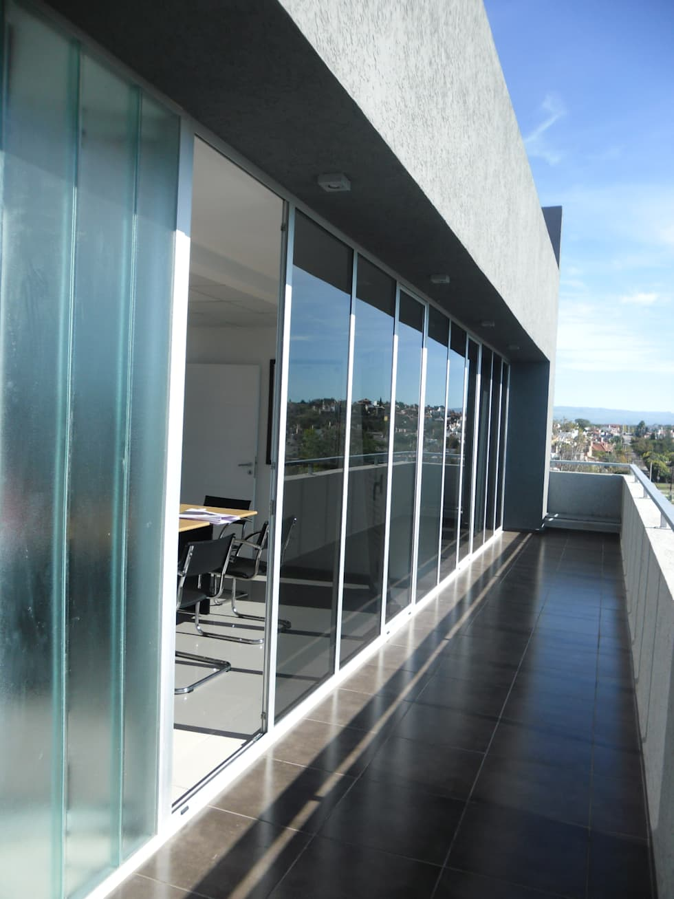BALCON OFICINA: Estudios y oficinas de estilo moderno por VILARRODONA ARQUITECTOS