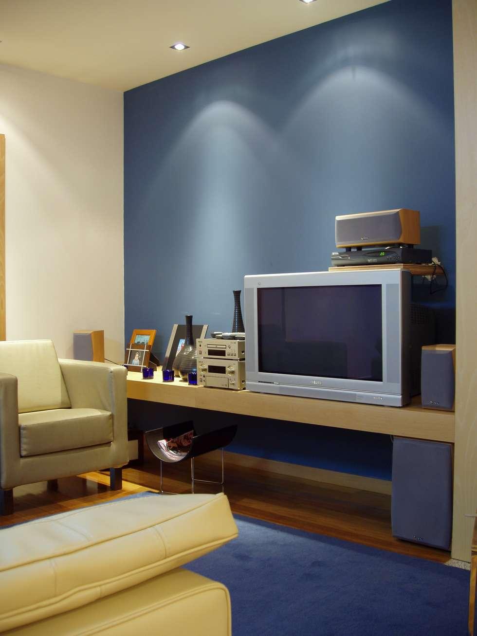 Sala: Salas de estar modernas por Inexistencia Lda