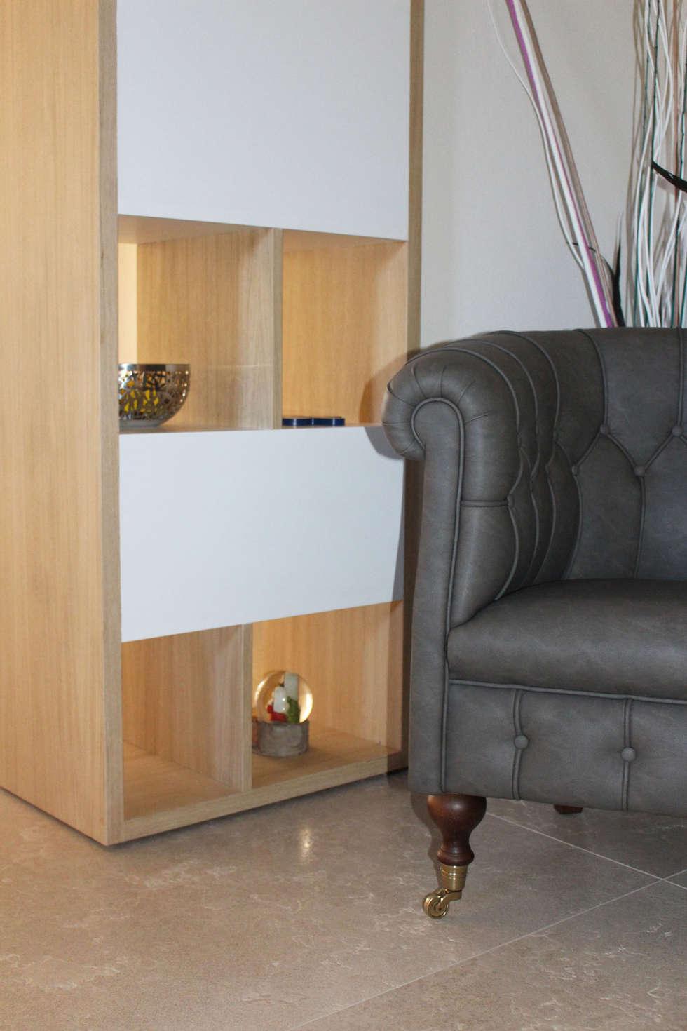 Poltroncina Philip: Ingresso & Corridoio in stile  di Essenza Legno