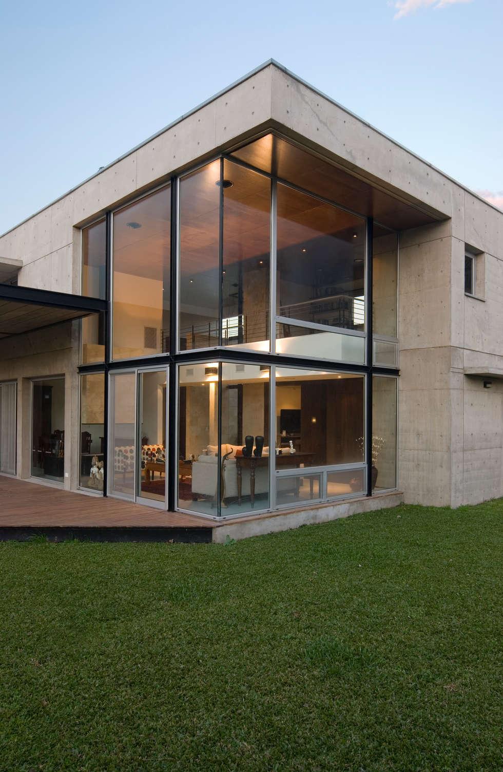 vista doble altura living casas de estilo moderno por jvuarqs asociados