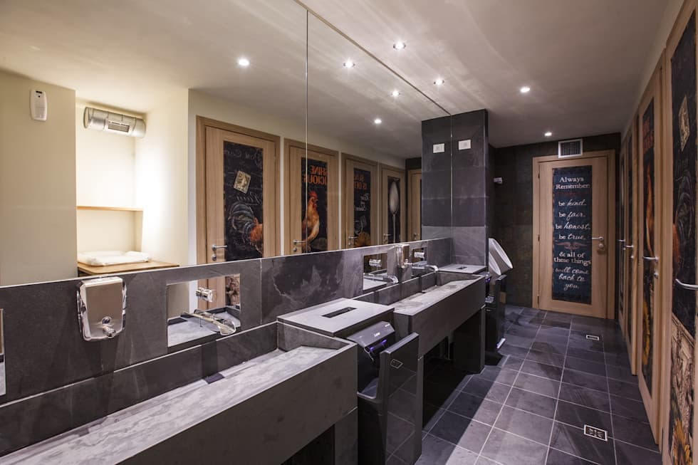 Bagno in ardesia: Bagno in stile in stile Moderno di Travertini & Pietre S.r.l. a socio unico