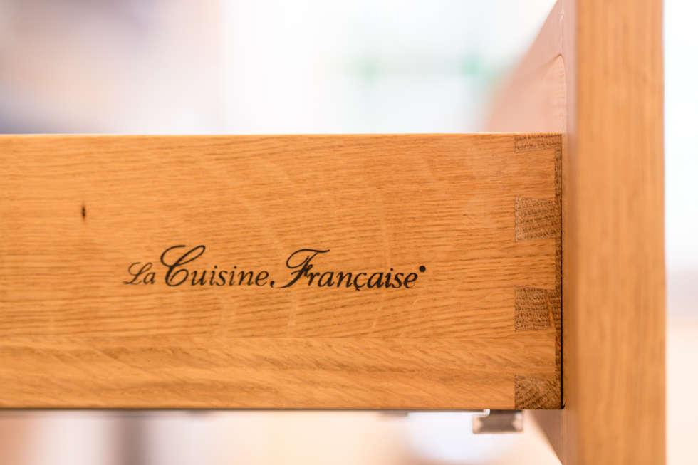 Tiroir en assemblage ébénisterie de La Cuisine Française: Cuisine de style de style Classique par MJ Home