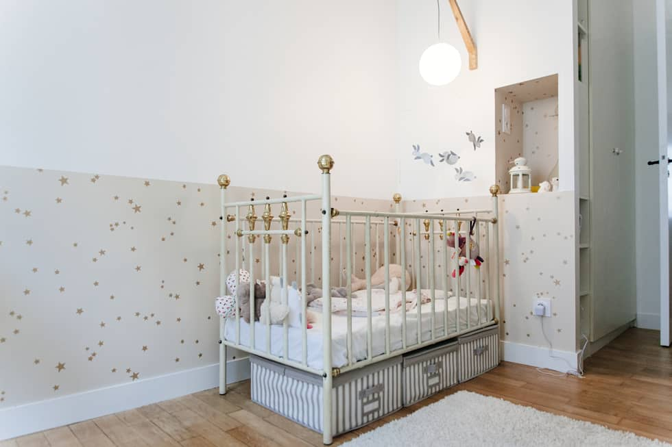 Chambre bébé: Chambre d'enfant de style de style Moderne par Lise Compain