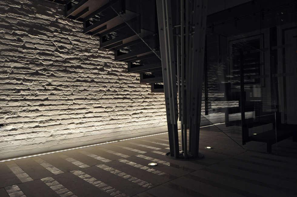 CASA FUSER: Case in stile in stile Moderno di GLIP | The Lighting Partner