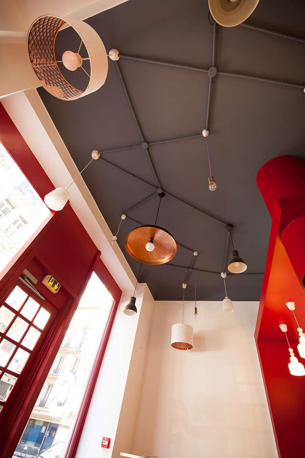 Le plafond: Restaurants de style  par CAROLINE DUBAU
