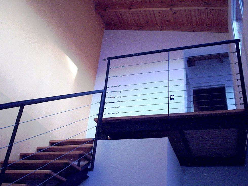 Casa en Berazategui: Pasillos y recibidores de estilo  por AyC Arquitectura
