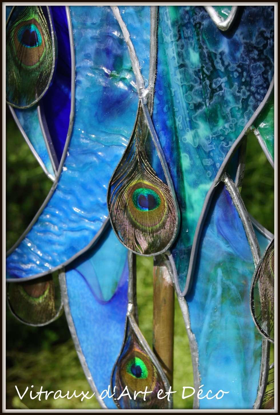 Paon (détail plume): Jardin de style de style eclectique par Vitraux d'Art et Déco