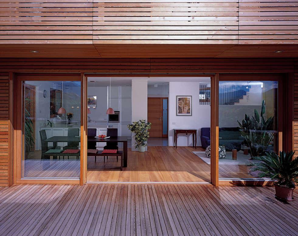 Casa unifamiliare Appiano 05: Soggiorno in stile in stile Moderno di Arch. Gertrud Kofler