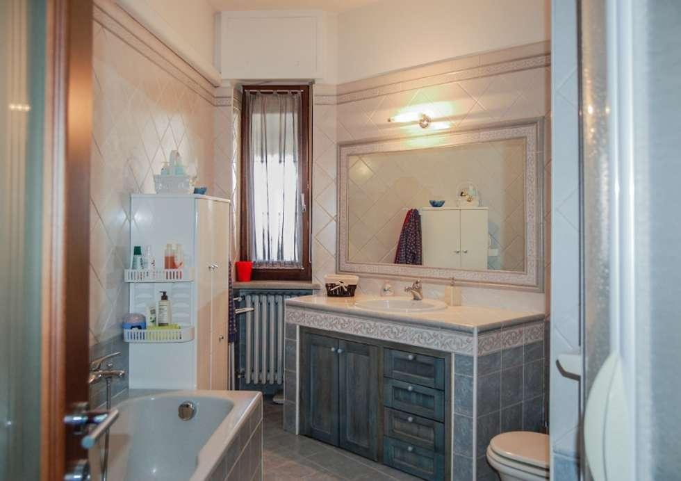 SALA DA BAGNO: Bagno in stile in stile Moderno di ATELEON