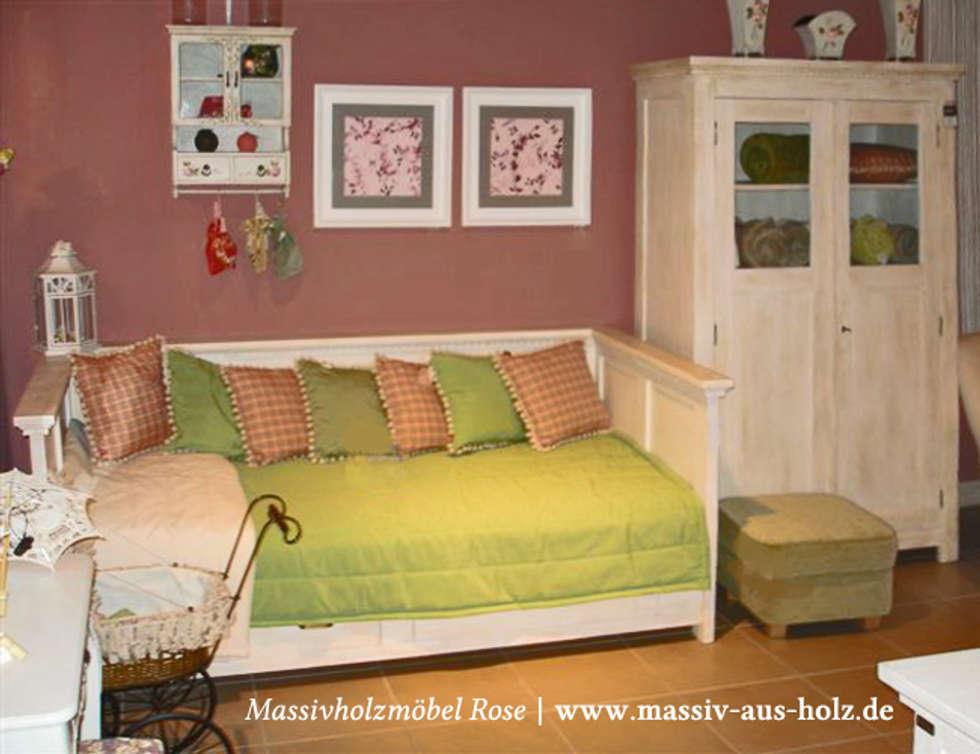 skandinavische wohnzimmer bilder: bett mit lehne und schubladen in, Wohnzimmer