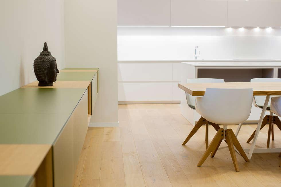 Villa Sca01: Soggiorno in stile in stile Moderno di Pilkelab