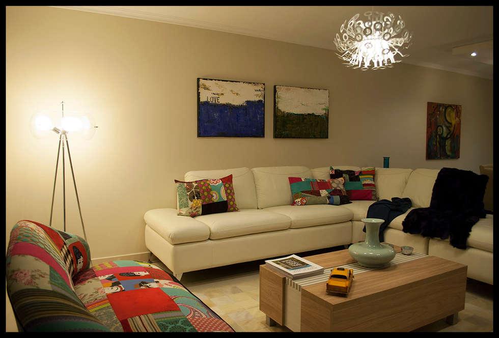 Living Miami Boulevard : Livings de estilo ecléctico por Diseñadora Lucia Casanova