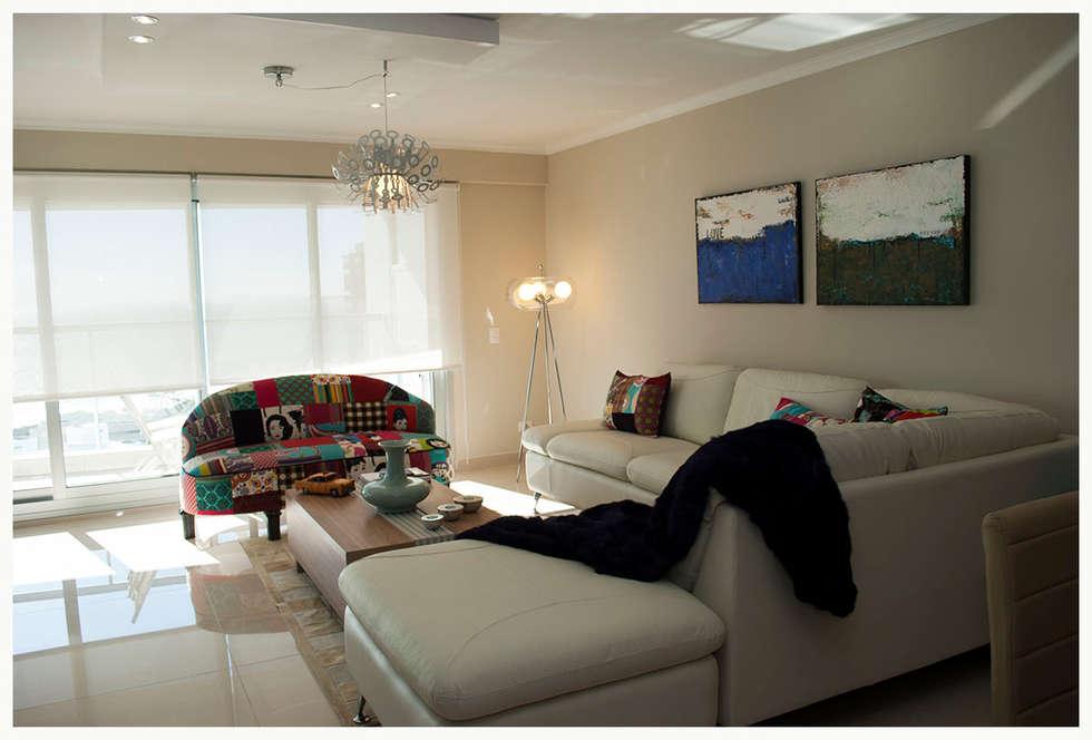 Living Miami Br. - Punta del Este: Livings de estilo ecléctico por Diseñadora Lucia Casanova