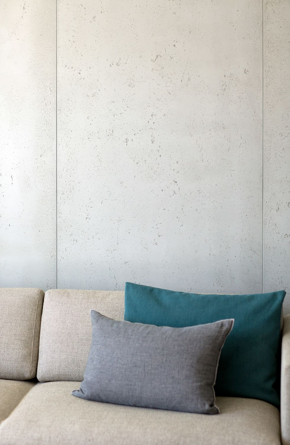 Studio California: Salon de style de style Moderne par Concrete LCDA