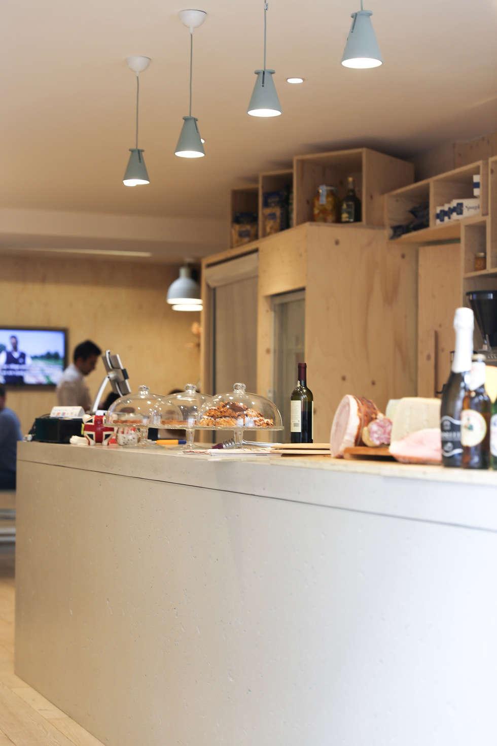 Rosetta: Bars & clubs de style  par Concrete LCDA