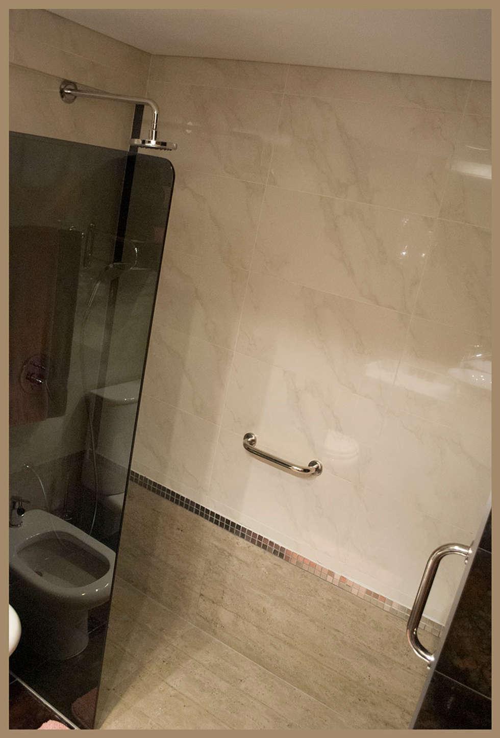 REFORMA del segundo baño: Baños de estilo ecléctico por Diseñadora Lucia Casanova