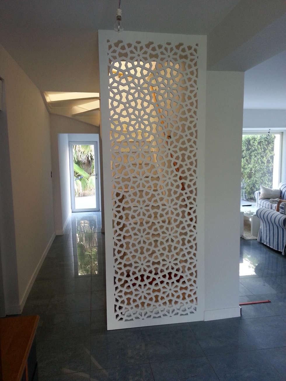 claustra cachant un escalier couloir entr e escaliers de style de style classique par allure. Black Bedroom Furniture Sets. Home Design Ideas