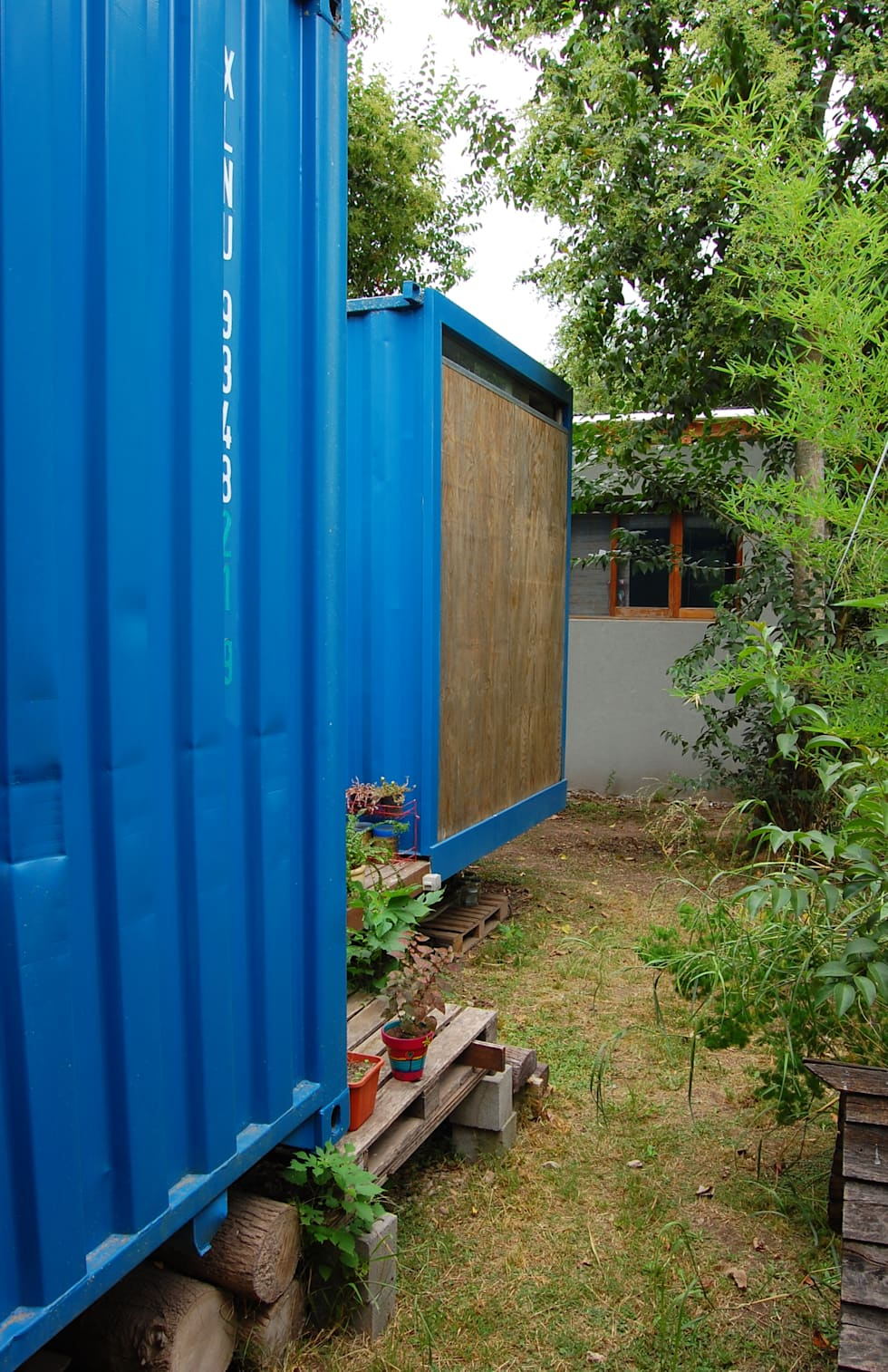 Juego de volumenes: Casas de estilo industrial por Guadalupe Larrain arquitecta