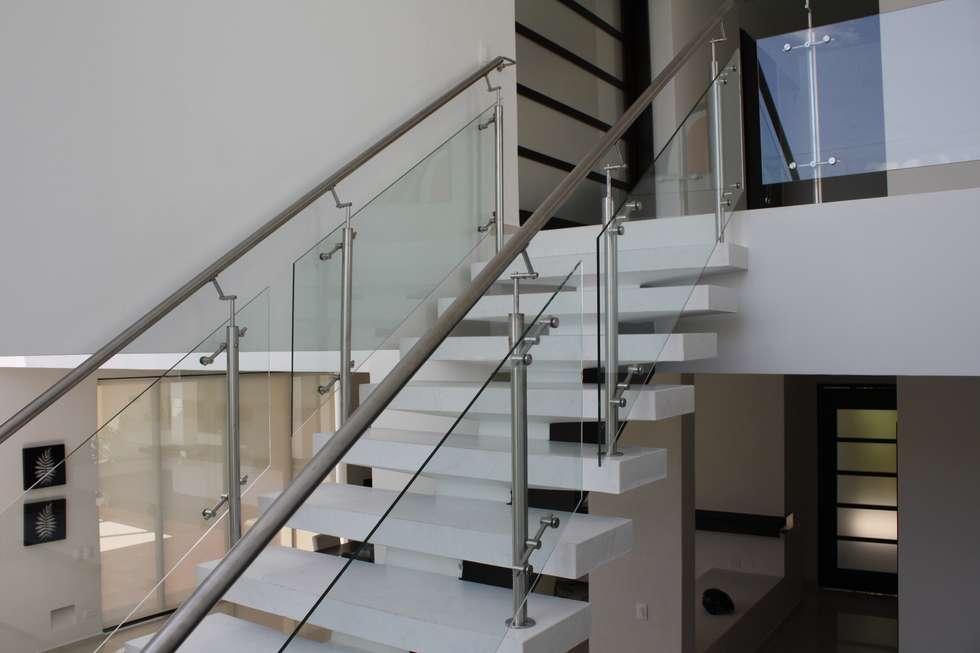 Im genes de decoraci n y dise o de interiores homify - Casas con escaleras interiores ...