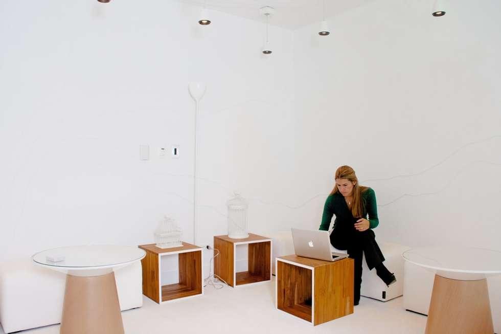 Espacios de Oficinas interiores: Salas de estilo ecléctico por CHIMI