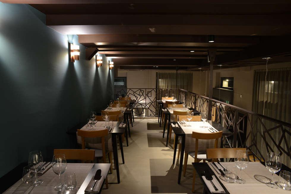 Soppalco: Negozi & Locali commerciali in stile  di Silvana Barbato, StudioAtelier