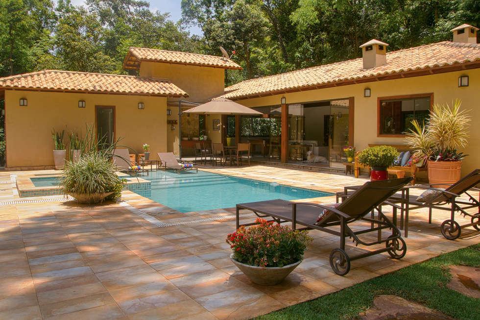 Terrasse de style  par CAMILA FERREIRA ARQUITETURA E INTERIORES