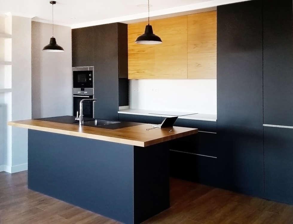 cocina antracita encimera porcelnica blanca negra con barra de roble macizo cocinas de estilo ue