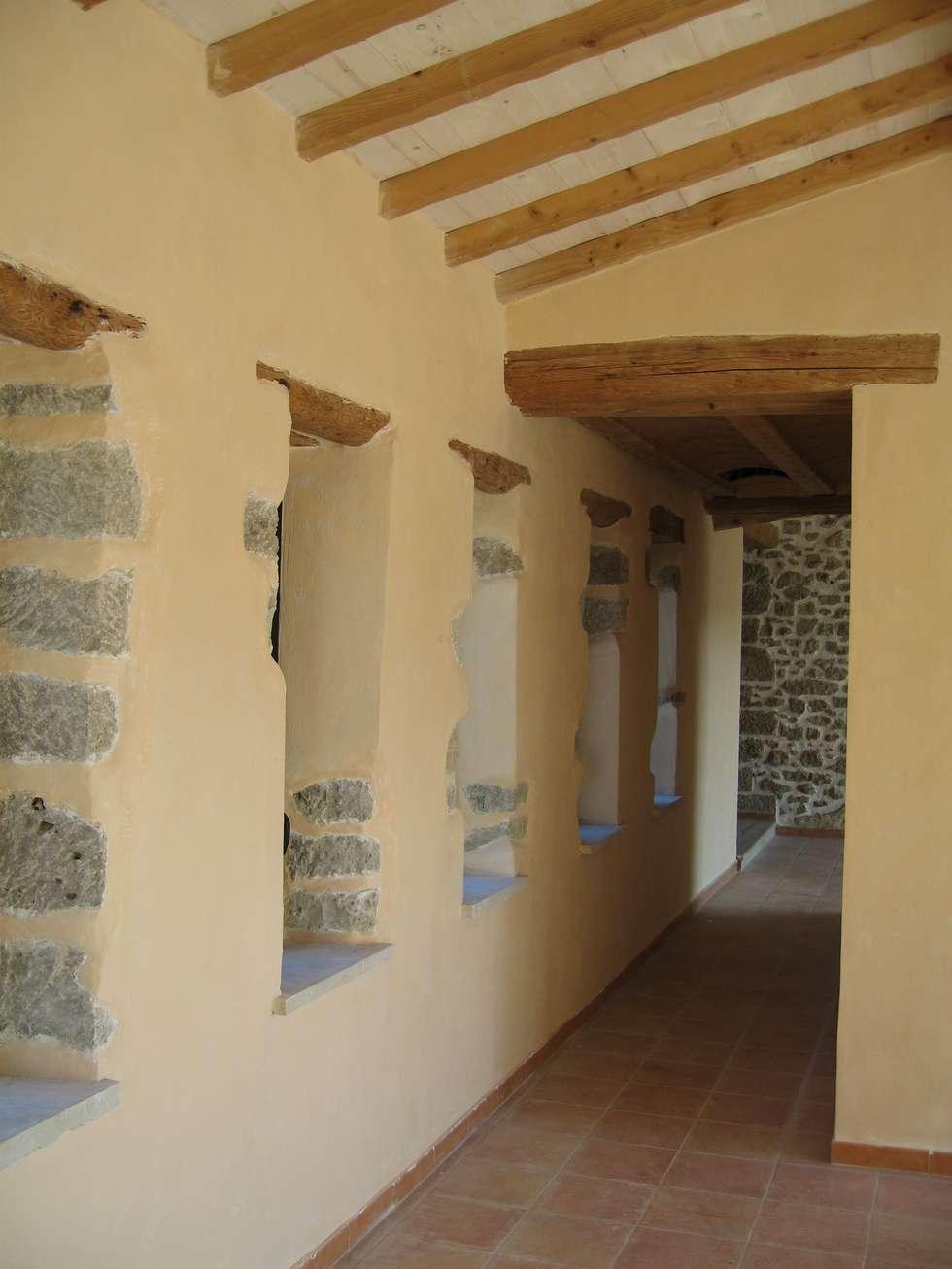 Couloir: Couloir et hall d'entrée de style  par BATIR AU NATUREL