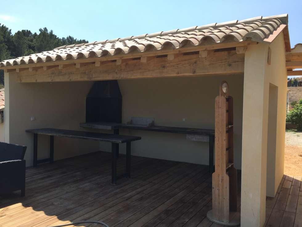 Cuisine d'été: Maisons de style de style Méditerranéen par BATIR AU NATUREL