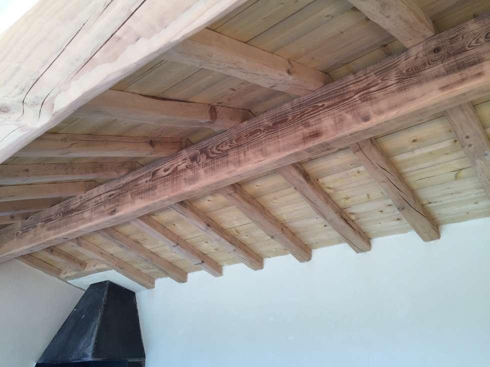 Plafond cuisine d'été: Maisons de style de style Méditerranéen par BATIR AU NATUREL