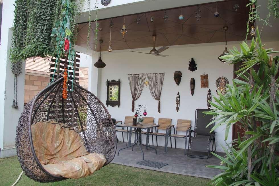 Bansal Residence:  Terrace by Studio Ezube