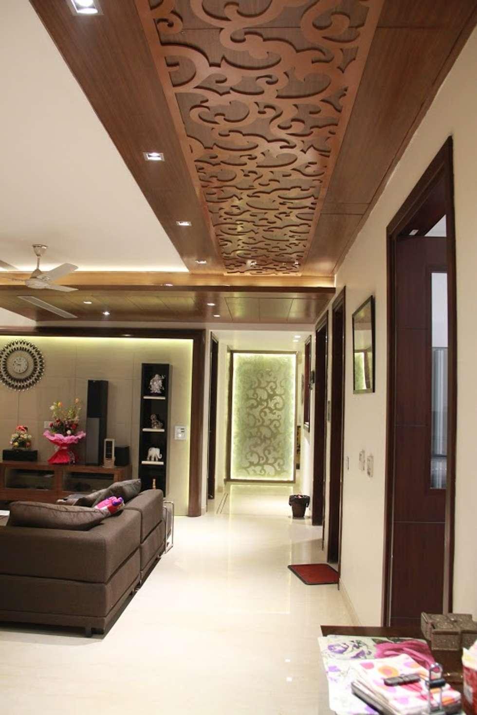 Bansal Residence:  Corridor & hallway by Studio Ezube
