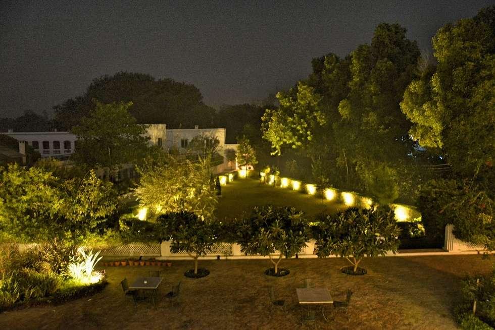 Unchagaon: modern Garden by Studio Ezube