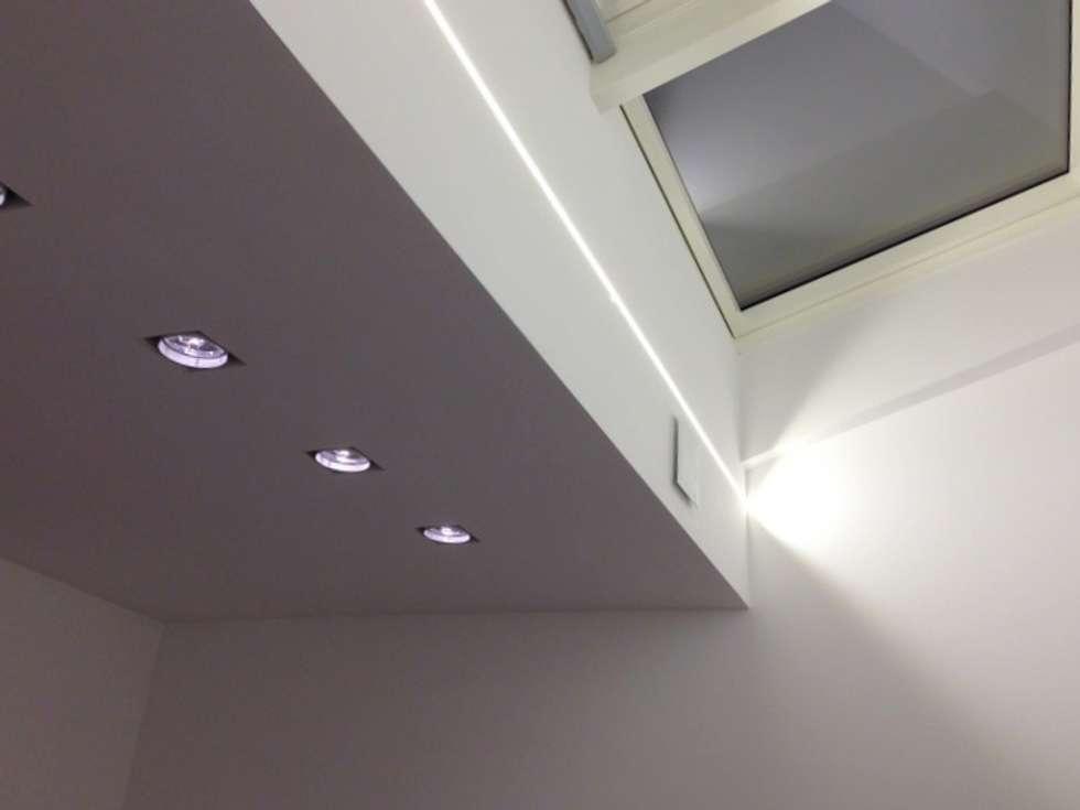 Eclairage naturel zénital de la nouvelle annexe: Bureau de style de style Classique par Bureau d'Architectes Desmedt Purnelle