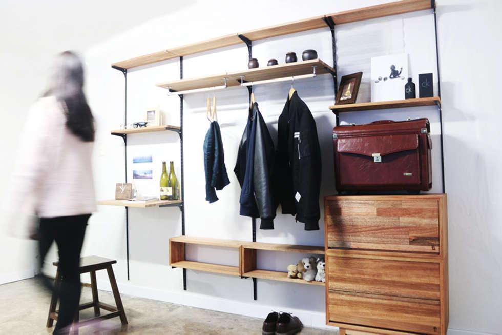 Wall Unit Set (모듈형 찬넬 선반): Hash의  거실