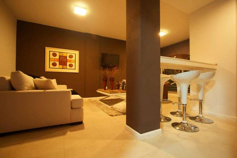Sala de estar, barra.: Jardines de invierno de estilo clásico por canica`s
