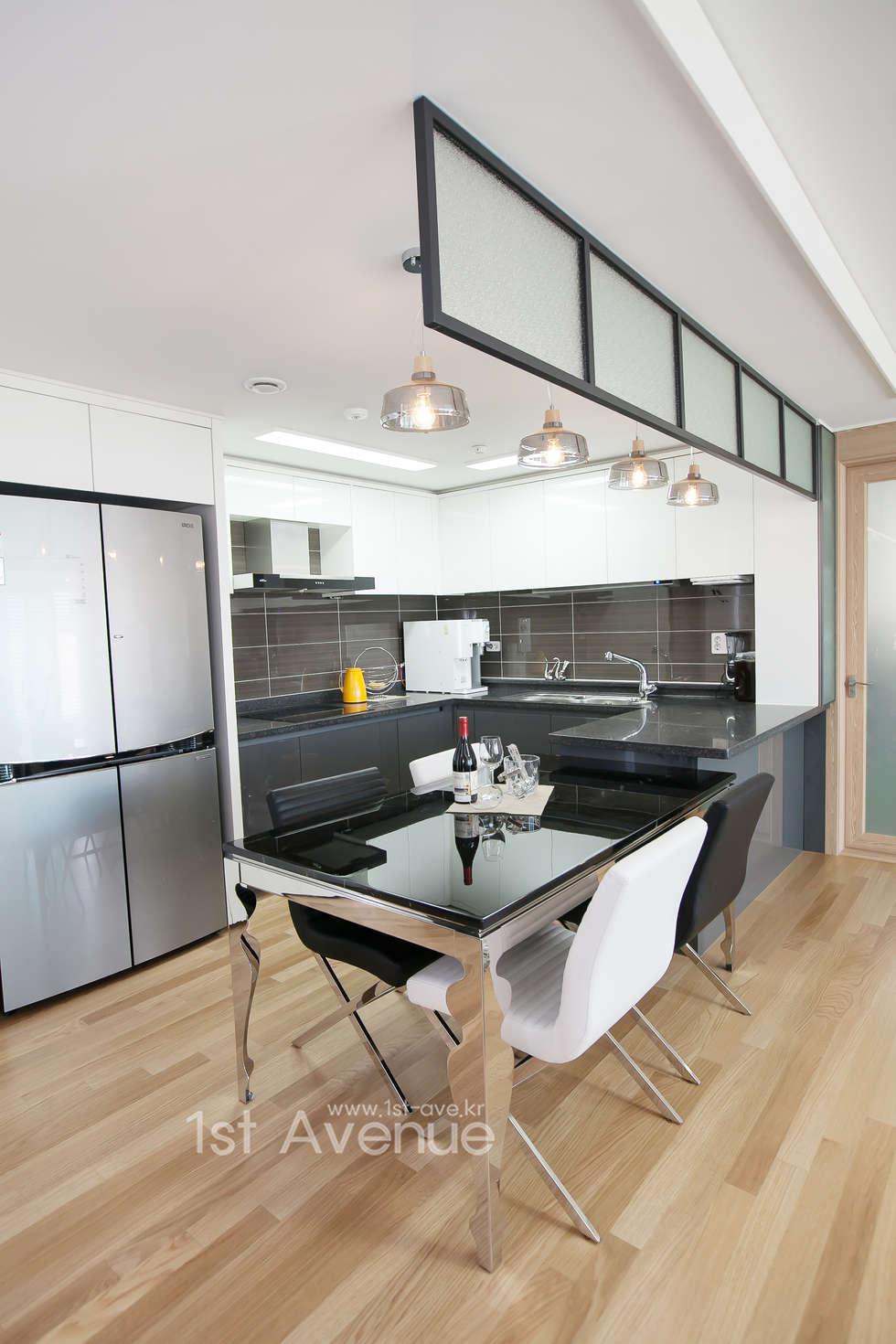 은은한 고급스러움을 표현한 녹번동 인테리어: 퍼스트애비뉴의  주방