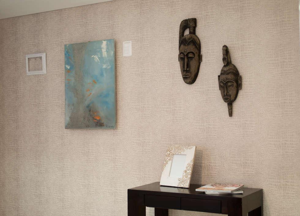 Bienvenidos a casa! : Pasillos y recibidores de estilo  por Diseñadora Lucia Casanova